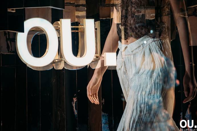 时尚女装品牌OU.2020夏季时装发布会在深圳海上世界文化艺术中心举办