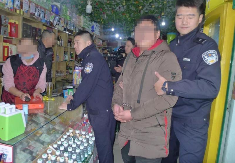 男子通过微信摇一摇约女网友见面 持刀上门实施抢劫被抓