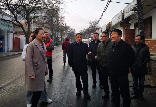 �m州市人大常委��副主任李虎林赴城�P�^伏��坪街