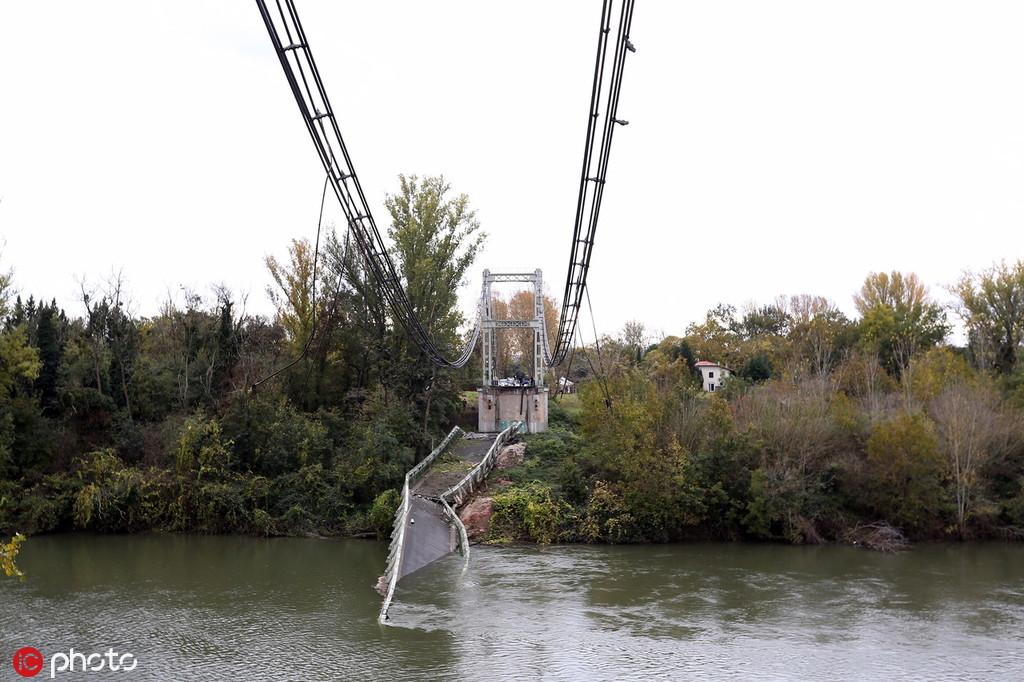 法国桥梁倒塌致2死,卡车超重31吨