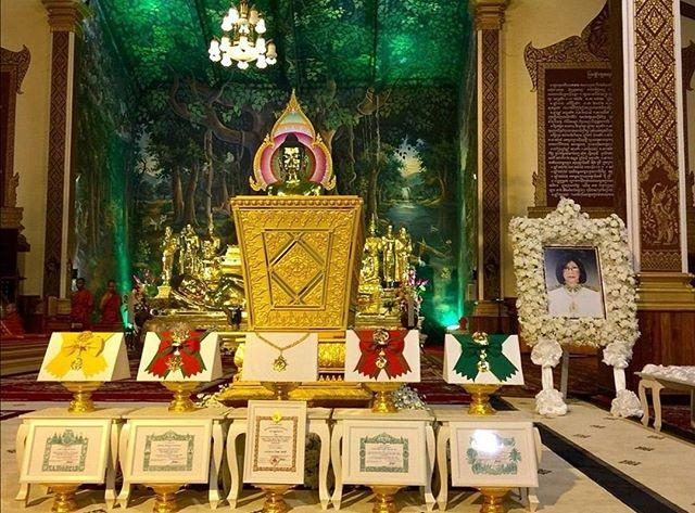 83岁柬埔寨太后一身黑白配亮相大公主葬礼!骨子里透露着高贵感啊