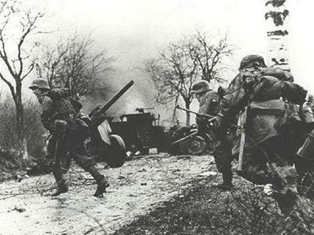 二战德军最后的疯狂,阿登森林反击战,双方投入兵力超百万_盟军
