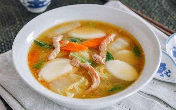 天儿冷了喝碗年糕汤,神清气爽,一锅暖身心!