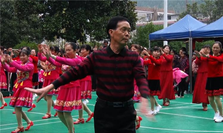 永兴县七甲乡:庆祝新中国成立70周年广场舞大赛