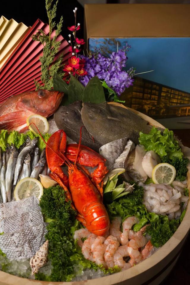 酱货、面点、海鲜、零食...这家超五星酒店的年货礼盒,真是丰盛