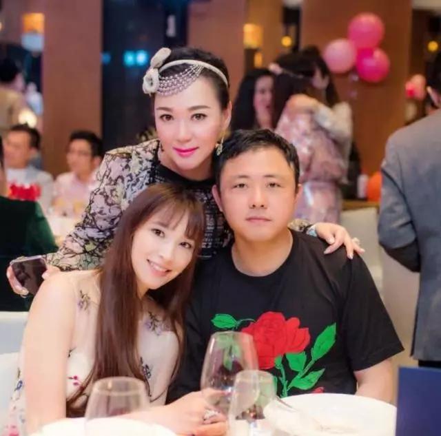 41岁吴佩慈豪门梦碎!纪晓波负债56亿,送吴的3亿豪宅已被抵押!_名分