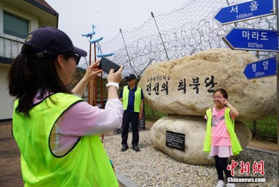 韩统一部长:将与朝鲜协商 积极搞活金刚山旅游项目_朝韩