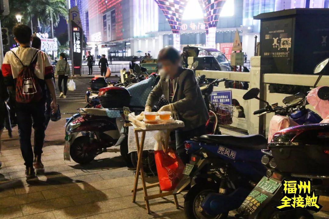 """夜探福州""""地攤江湖"""":人均月入過萬?卻每天東躲西藏…_城市"""