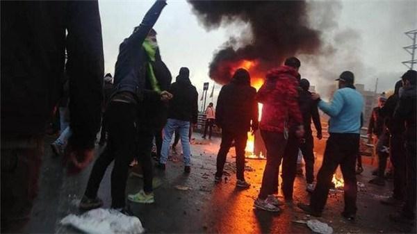 混乱进一步扩大,伊朗头号劲敌力挺暴徒,鲁哈尼:不会再忍让!_暴乱