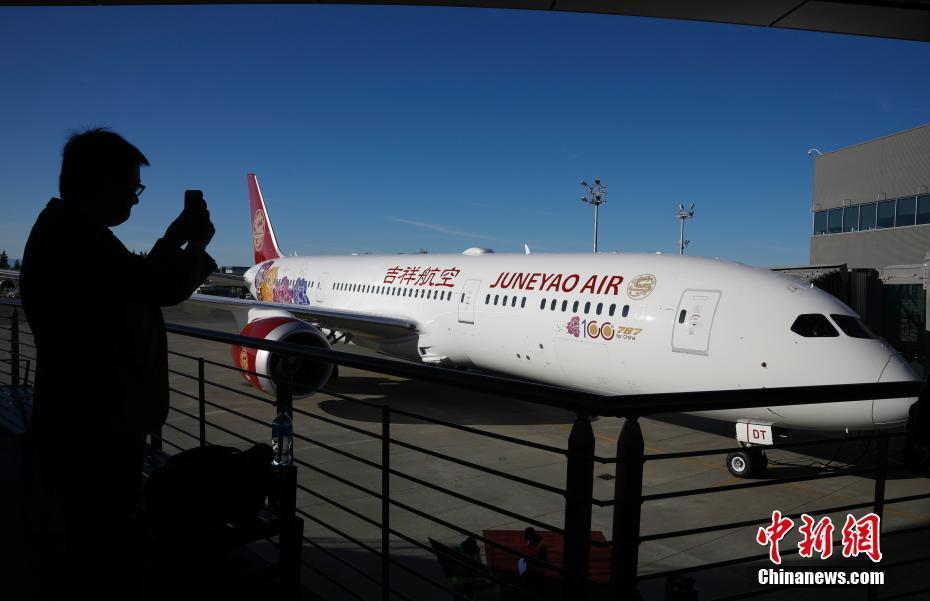 波音公司向中国交付第100架787飞机