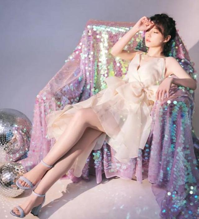 为照顾韩国粉丝,冯提莫现场学唱韩语歌,得出三个字感受,很敢说_人气