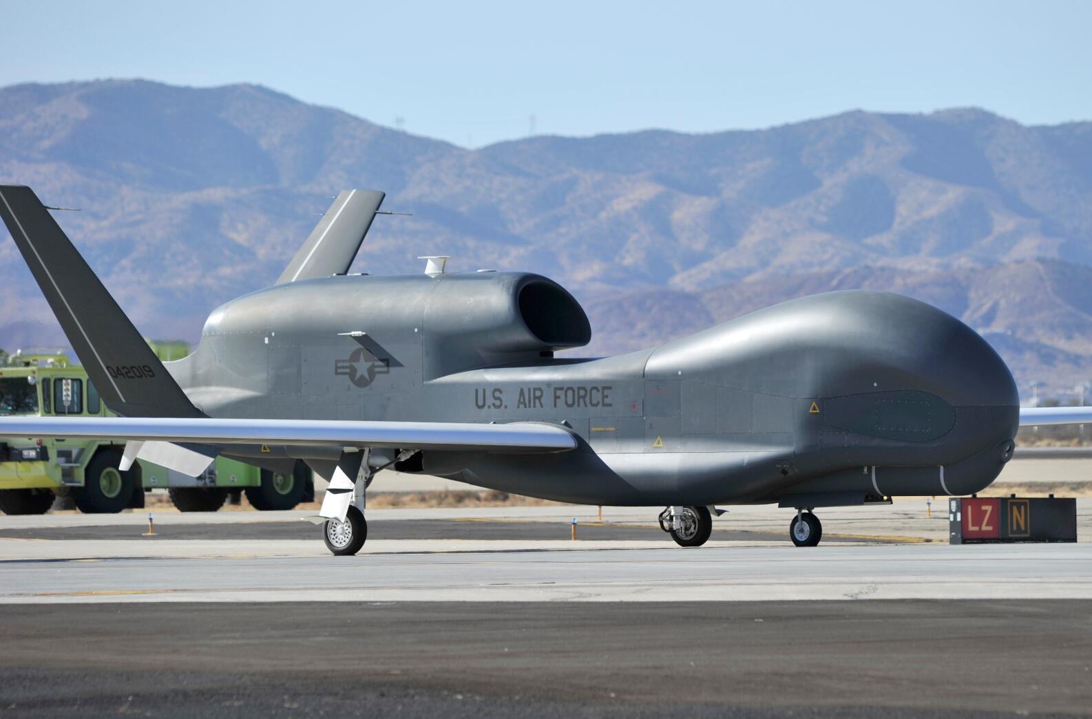 """美军拟让大半""""全球鹰""""退役因无法用来对付中俄_无人机"""
