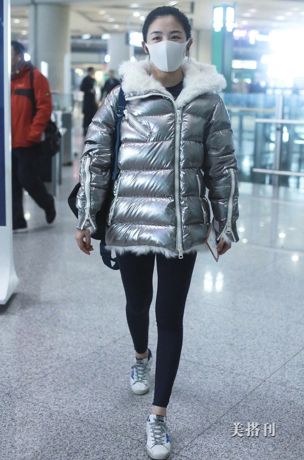 """冬季穿衣怕臃肿?试试""""上宽下窄""""吧,轻松get超模同款大长腿"""