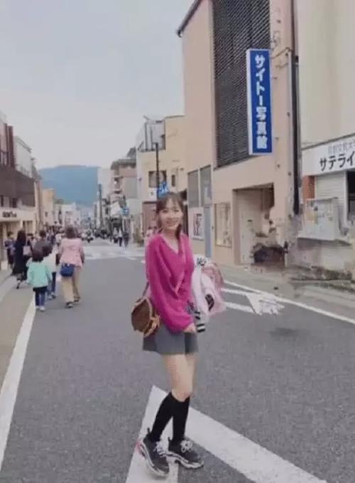马蓉从日本回来晒带给女儿的暖心礼物,真是个好母亲啊_妈妈