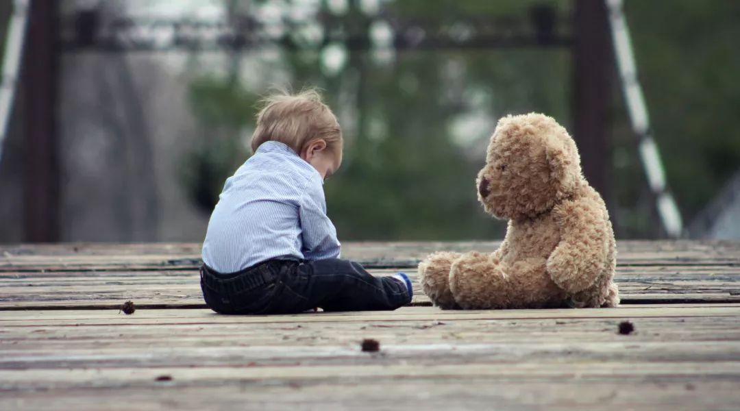8岁女童被同学捅伤下体:孩子,面对校园霸凌,请务必打回去