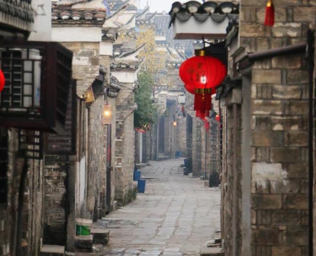 """安徽最""""个性""""古镇,因三条河流汇聚得名,不收门票美食众多_三河"""