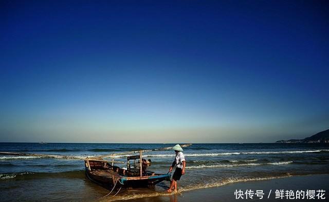 男子打渔时捞到一只死螃蟹,它大约死于10万年前