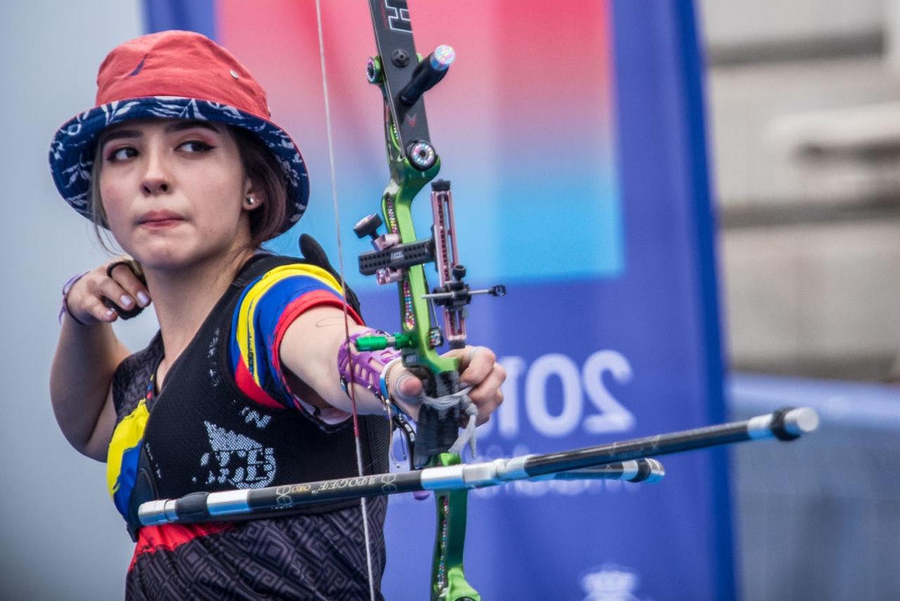 原创哥伦比亚19岁射箭美少女走红人箭融为一体冰冷的美如雪山猎人
