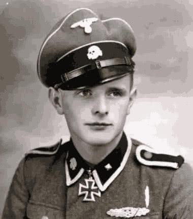 二战期间,德国军人为什么喜欢戴歪军帽?真相让人肃然起敬!_中欧新闻_欧洲中文网