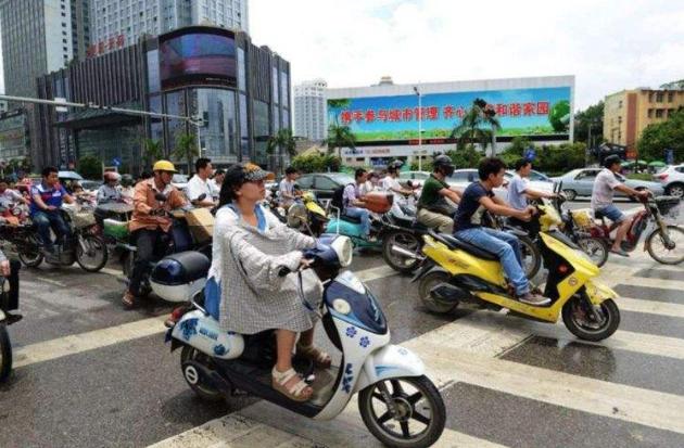 转载:原创电动车竟成了摩托车,因无证驾驶被拘3天!大家千万别骑错了!