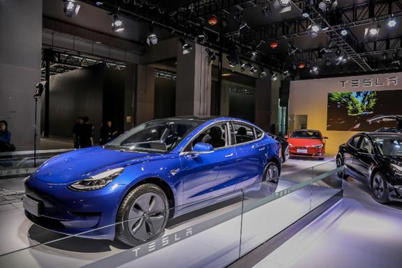 国产特斯拉Model3亮相北京门店,预计春节前交付