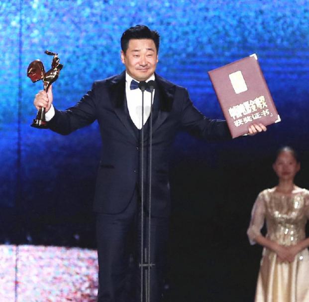 尴尬!王景春咏梅获金鸡影帝后,有多少观众看过《地久天长》呢?