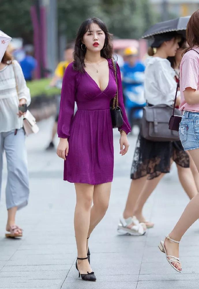 【滚动】原创女生搭配高跟鞋,简约时尚气质又迷人