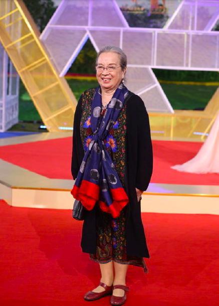 李明啟現身金雞獎紅毯,一路小跑奔向觀眾,82歲仍盡顯萌態