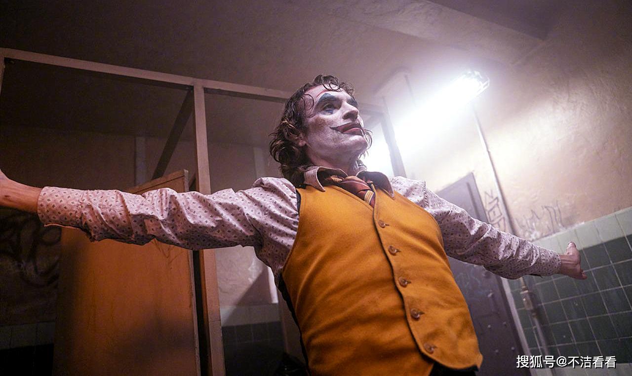 《小丑》隐藏细节表明:全片都是小丑的幻想,包括亚瑟