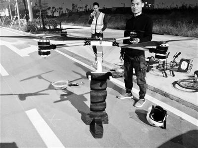 53岁中国农民自制飞行背包上天_可能改变未来低空出行方式!