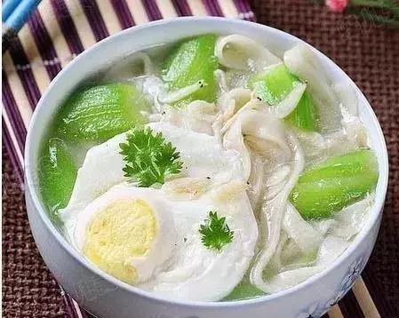 美食推荐:家常地三鲜,肉丝炒韭菜,金泰虾,丝瓜鸡蛋炝锅面