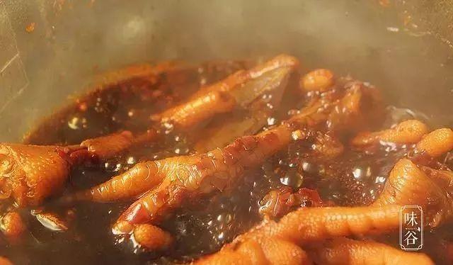 教你秘制卤鸡脚,鸡脚好吃入味有诀窍,再多一盘也不够吃