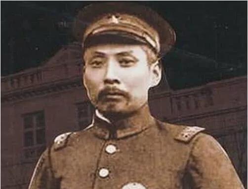 原创冈村宁次的4个中国学生,个个都是著名枭雄,私下为老师帮了大忙