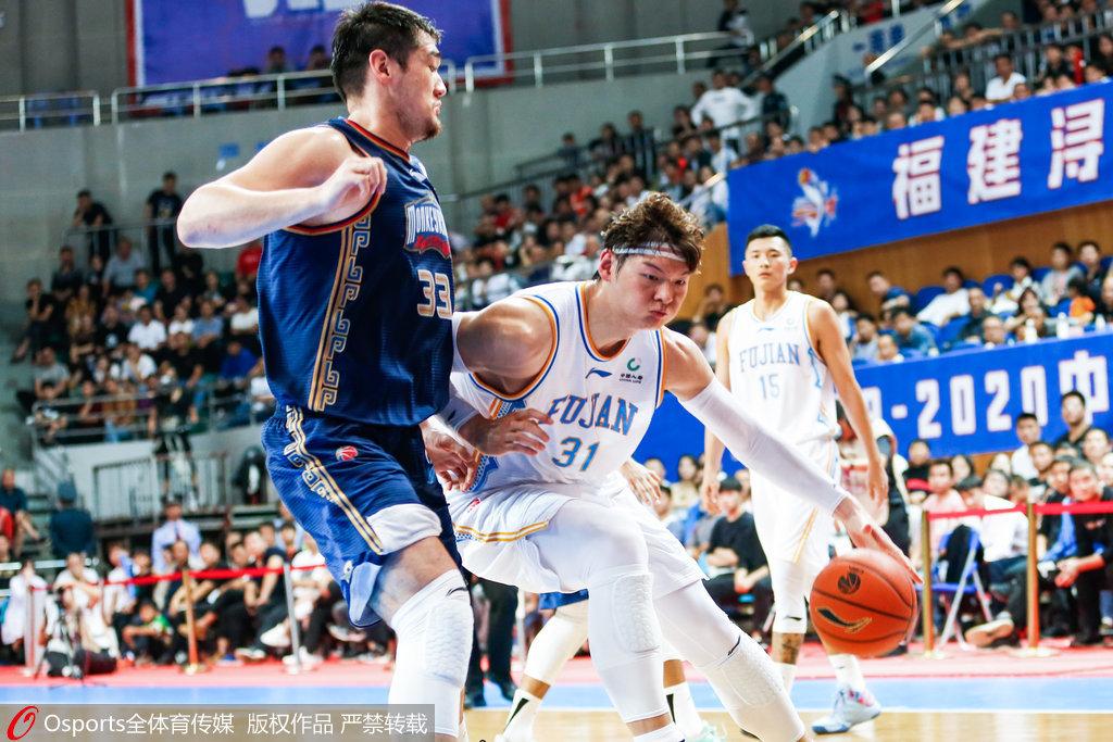 王哲林22中5迎赛季最差一役 单打哈达迪屡次犹豫