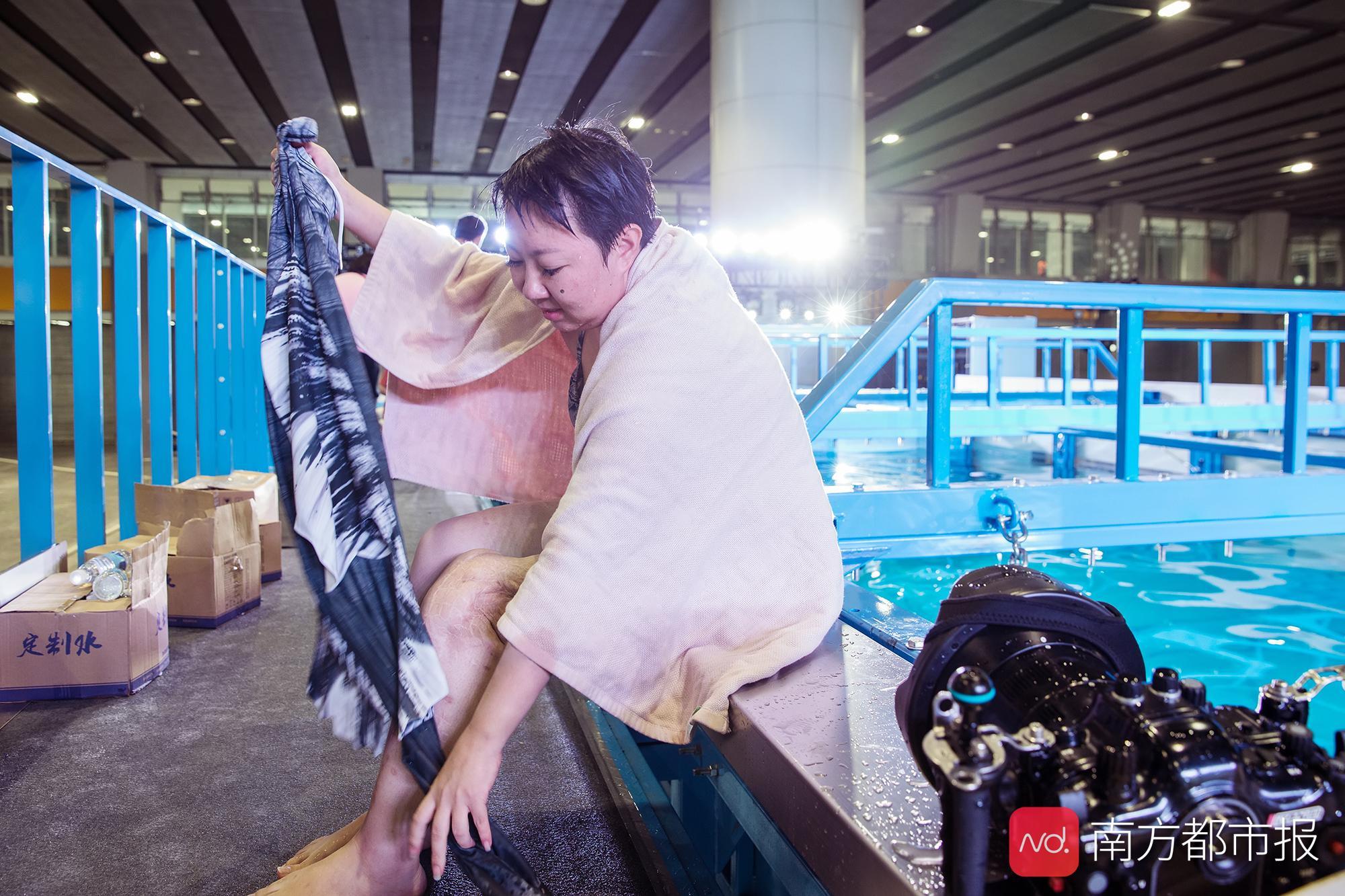 """轮椅""""美人鱼""""世界擂台重生,成国内首个靠单腿完成这项运动的人"""
