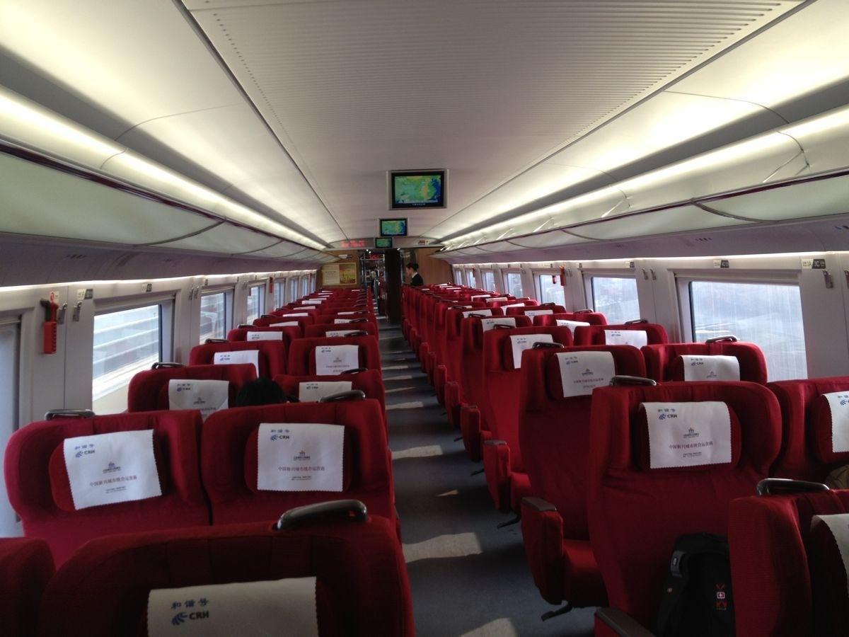 不让前排乘客放倒椅背 后排乘客猛踹椅背 乘客调换座位才罢休