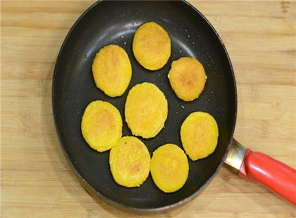 南瓜饼原来在家里就能做,既省事又省力,早餐下午茶都可以吃