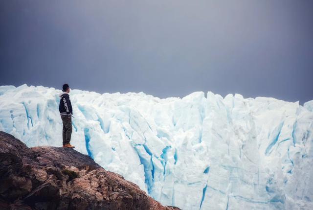 20层的冰川每天都在向前移动。只是为了看看阿根廷