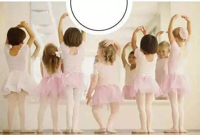 福建一11岁女孩排练舞蹈因配合失误致伤残十级,家属起诉培训机构