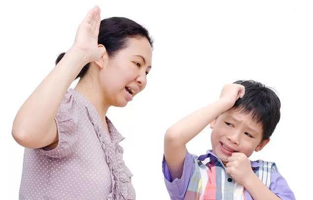 孩子咬指甲,问题恐来自父母压力如何改善咬指甲坏习惯?