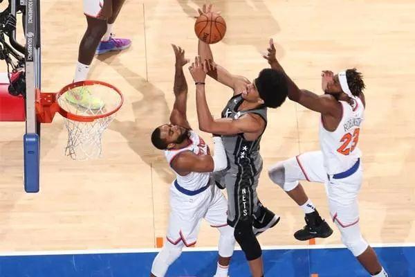 NBA排名:7连胜!雄鹿湖人领跑东西部 | 篮网客场103-101险胜尼克斯,取得三连胜。