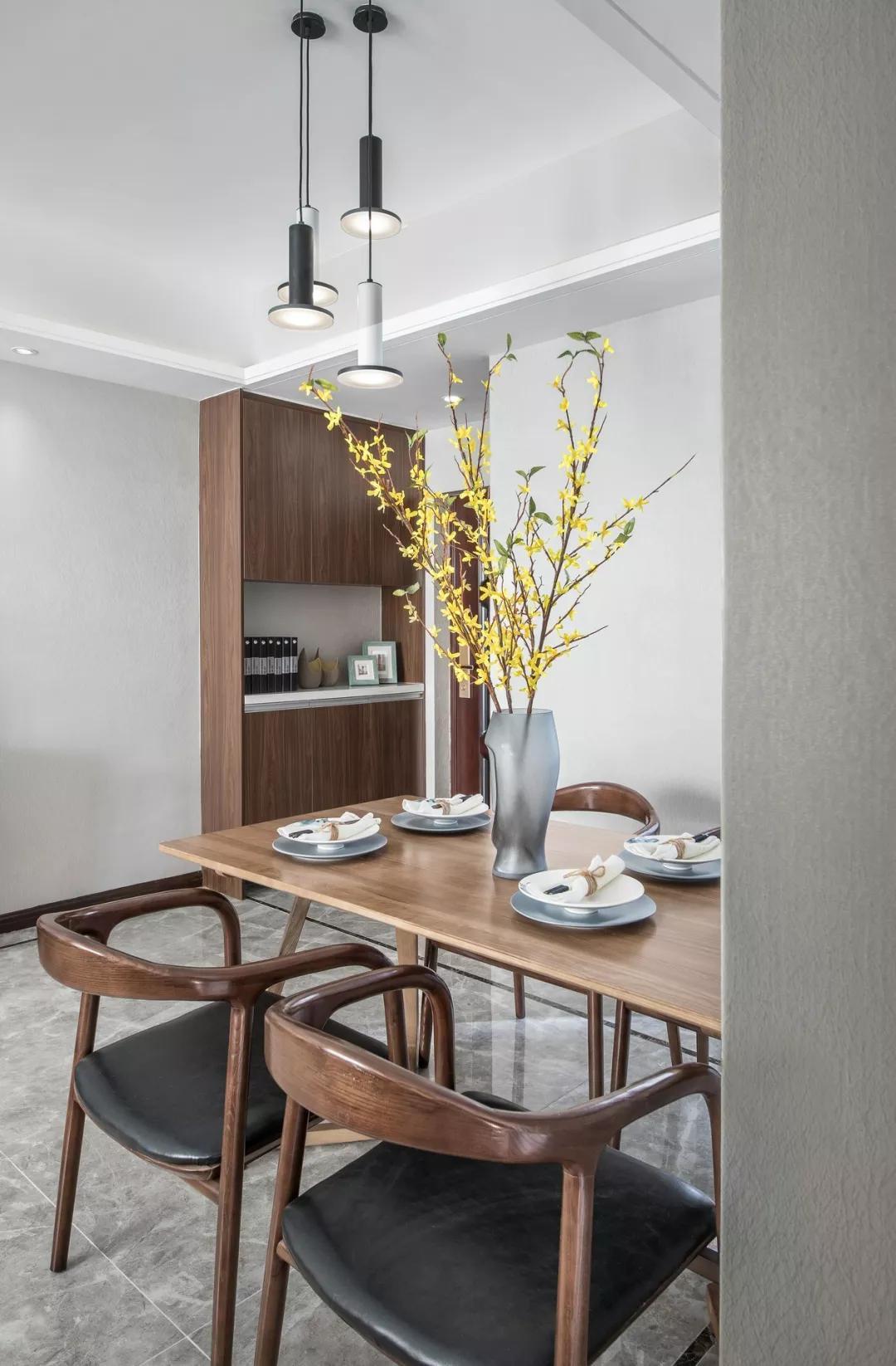 巧妙的色彩搭配,让这个家变得更美、更时尚,值得一看!