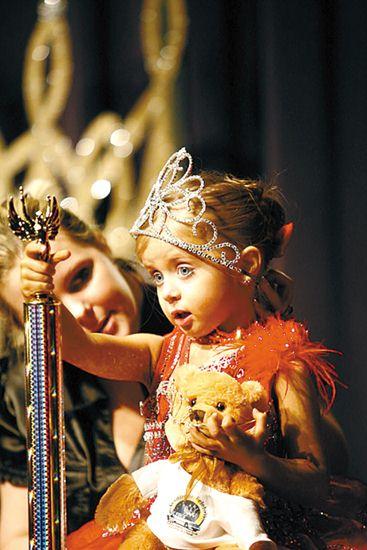 神似赵丽颖、上热搜的泰国6岁选美冠军,走红前就是童模