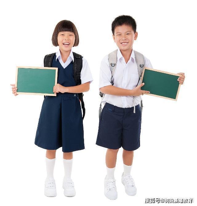"""学校制定冬季校服:13件校服""""只收""""2300元,家长们敢怒不敢言"""