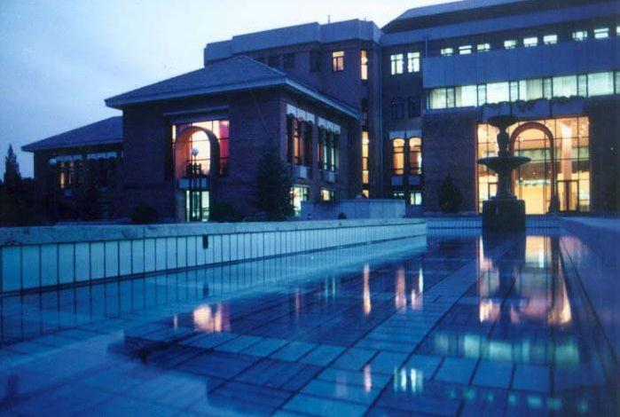 清华大学图书馆夜景图片