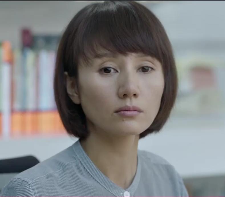 袁泉再演电视剧,不加滤镜的皮肤暗黄,鼻头毛孔粗大的真实!_感觉