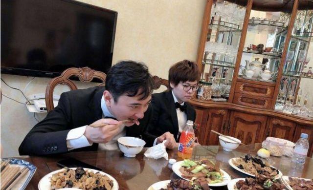 看看王思聪和王健林的餐桌,再看任正非的餐桌,差距实在太大了