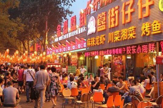 江湖夜经济:那些在深夜赚大钱的人