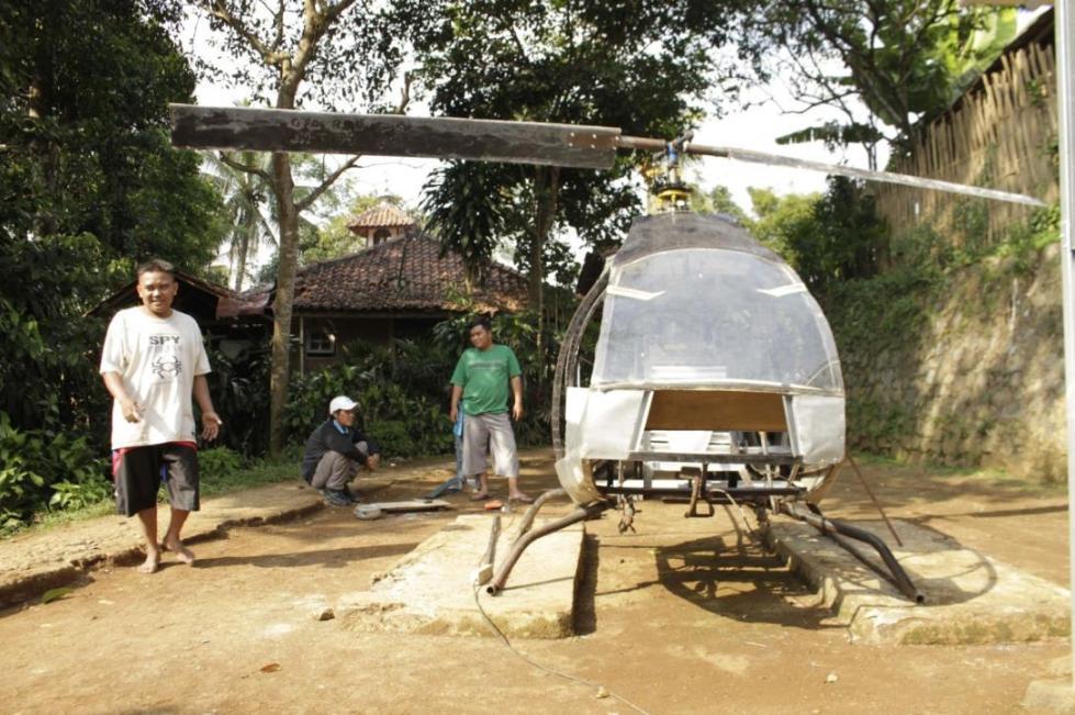 受不了堵车,印尼男子花1万多元自制直升机:能飞起来我就高兴_纳迪