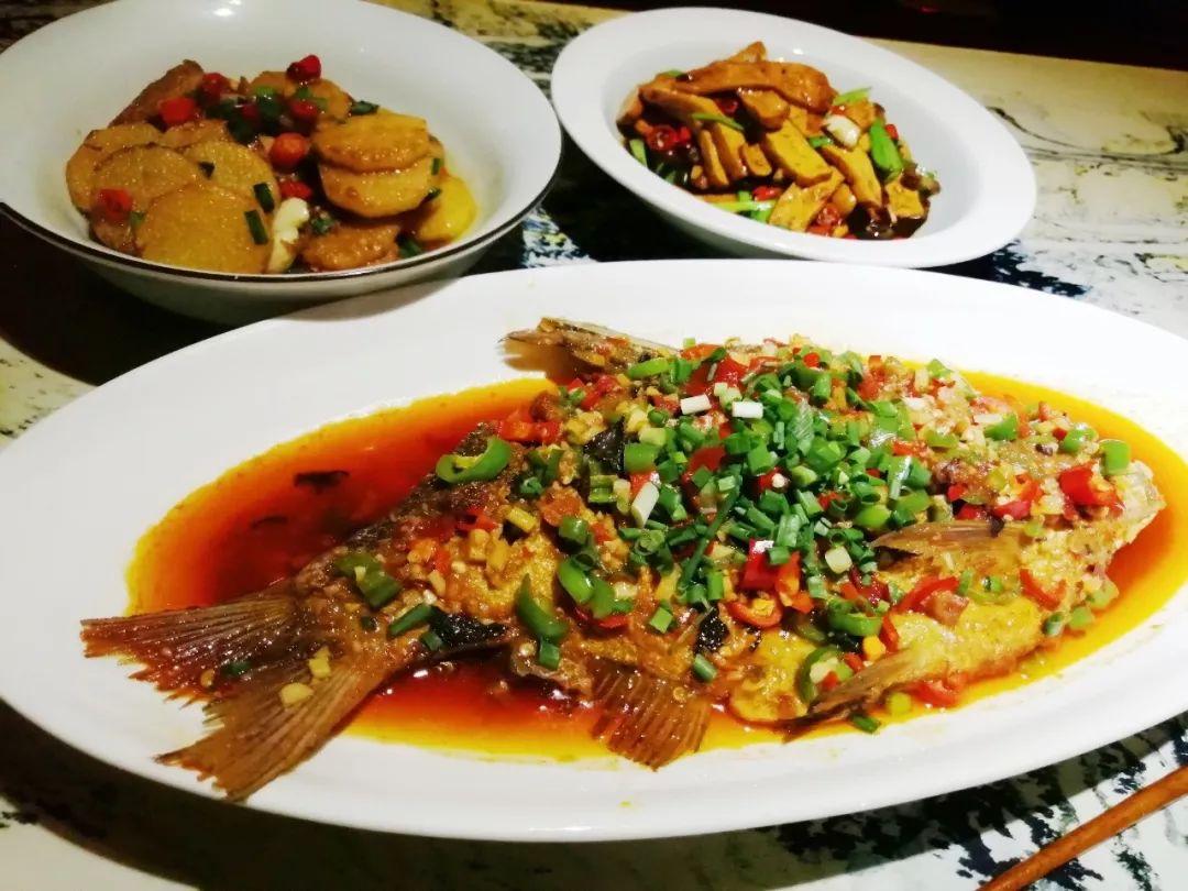 大厨教你制作五彩凉拌时蔬,既可去燥热而且还非常开胃哦